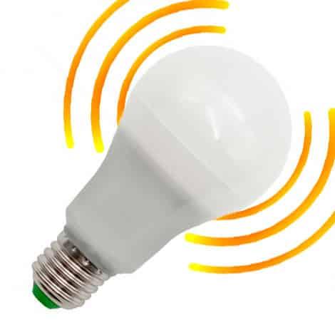 Bombilla LED E27 8W sensor crespuscular y movimiento